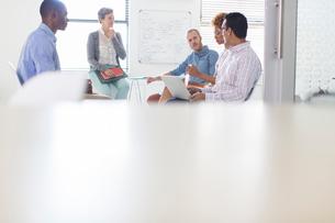 Group of business people having meeting in modern in officeの写真素材 [FYI02164864]