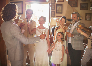 Young couple and guests toasting with champagne at wedding receptionの写真素材 [FYI02165196]