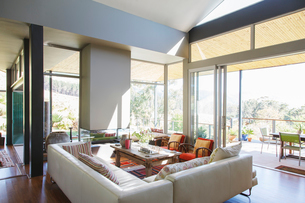 Modern living room with large sofas and coffee tableの写真素材 [FYI02165496]