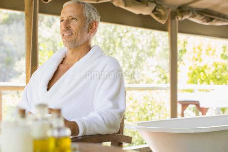 Man relaxing in spaの写真素材 [FYI02166147]
