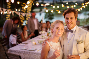 Portrait of young couple during wedding reception in domestic gardenの写真素材 [FYI02166561]