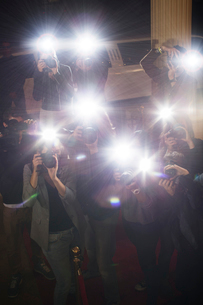 Paparazzi photographers at red carpet eventの写真素材 [FYI02166751]