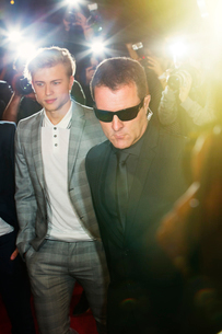 Bodyguard escorting celebrity at eventの写真素材 [FYI02166763]