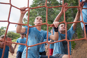 Determined woman climbing net at boot camp obstacle courseの写真素材 [FYI02166764]