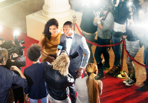 Celebrity couple being interviewed on red carpetの写真素材 [FYI02166770]
