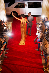 Celebrity couple waving to paparazzi photographers and leaving red carpet eventの写真素材 [FYI02166775]