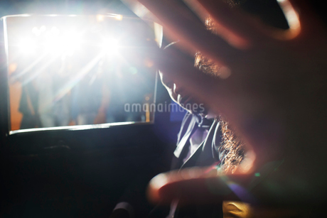 Celebrity couple blocking camera in limousine at eventの写真素材 [FYI02166824]