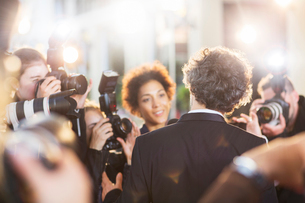 Celebrity being interviewed and photographed by paparazzi at eventの写真素材 [FYI02166956]