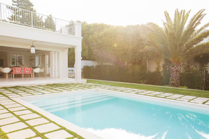 Luxury swimming pool surrounded by paver stonesの写真素材 [FYI02166991]