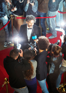 Celebrity being interviewed and photographed by paparazzi at eventの写真素材 [FYI02167216]