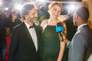 Celebrity couple being interviewed and photographed by paparazzi at eventの写真素材 [FYI02167429]