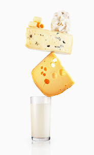 Milk and cheese balancingの写真素材 [FYI02167488]