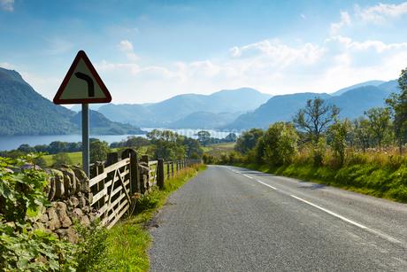 Rural road through scenic Lake District, Ullswater, Cumbria, Englandの写真素材 [FYI02167511]