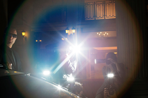 Lens flare from paparazzi photographing at eventの写真素材 [FYI02167516]