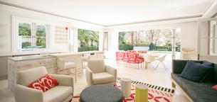 Showcase interior living roomの写真素材 [FYI02167561]