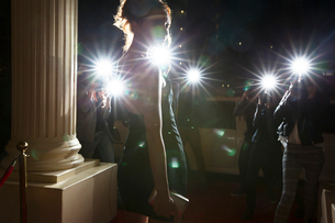Silhouette of celebrity being photographed by paparazzi photographers at eventの写真素材 [FYI02167603]