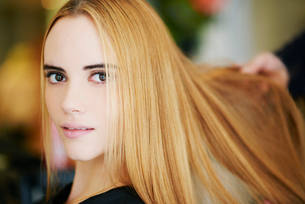Close up portrait woman with strawberry blonde hair in salonの写真素材 [FYI02167615]