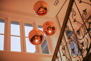 Copper pendant lights hanging over staircaseの写真素材 [FYI02167628]