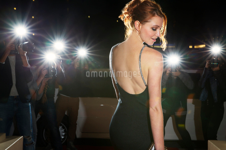 Celebrity in black dress being photographed by paparazzi photographersの写真素材 [FYI02167737]
