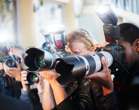 Close up of paparazzi photographers pointing cameras at eventの写真素材 [FYI02167775]