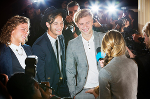 Celebrities being interviewed and photographed by paparazzi at eventの写真素材 [FYI02167957]