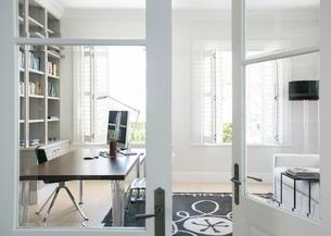 Doorway to luxury home officeの写真素材 [FYI02168178]
