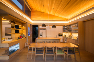 Illuminated home showcase kitchenの写真素材 [FYI02168421]