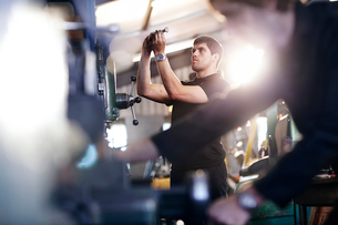 Mechanic examining part in auto repair shopの写真素材 [FYI02168480]