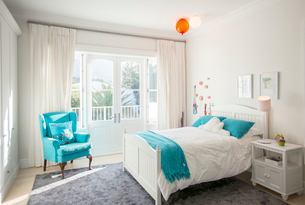 Turquoise color accents in child's bedroomの写真素材 [FYI02168989]