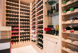 Wine bottles organized on racks in wine cellarの写真素材 [FYI02169261]