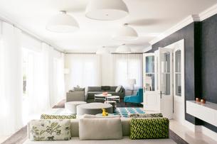 Home showcase living roomの写真素材 [FYI02169405]
