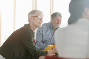 Attentive business people listening in meetingの写真素材 [FYI02169944]