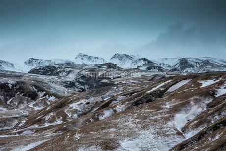 Snowy remote mountain range, Icelandの写真素材 [FYI02169980]