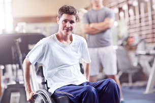 Portrait man in wheelchair at physical therapyの写真素材 [FYI02170445]