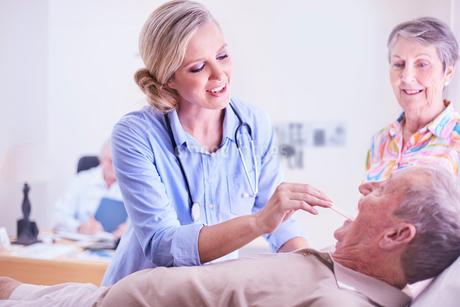 Doctor checking senior man's temperatureの写真素材 [FYI02170452]