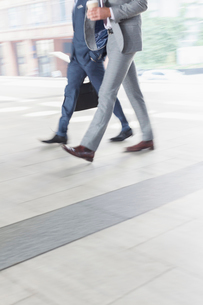 Corporate businessmen walking with coffeeの写真素材 [FYI02170905]