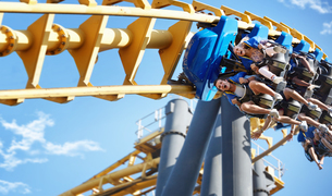 Friends riding amusement park rideの写真素材 [FYI02170907]