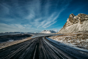 Remote, icy road, Icelandの写真素材 [FYI02171069]