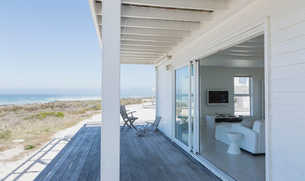 Beach house open living room and deck with ocean viewの写真素材 [FYI02171114]