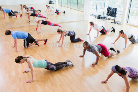 High angle view of exercise classの写真素材 [FYI02171313]