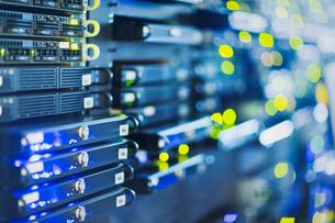 Illuminated server room panelの写真素材 [FYI02171537]