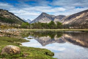 Highlands mountains over Loch Linnhe, Argyll, Scotlandの写真素材 [FYI02171565]