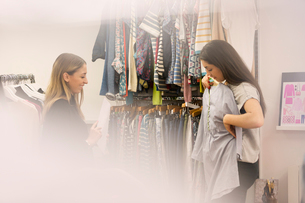 Fashion buyers examining clothingの写真素材 [FYI02171831]