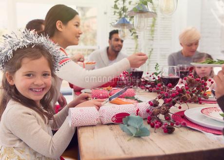 Portrait smiling girl enjoying Christmas dinnerの写真素材 [FYI02171929]