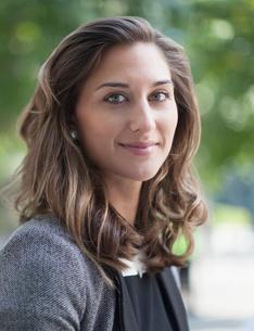 Close up portrait confident businesswomanの写真素材 [FYI02172115]