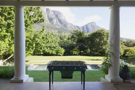 Foosball table on luxury patio overlooking mountainsの写真素材 [FYI02172372]