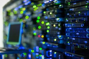 Illuminated server room panelの写真素材 [FYI02172575]