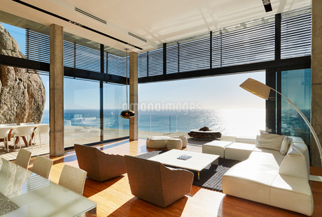 Modern luxury home showcase living room with sunny ocean viewの写真素材 [FYI02172812]