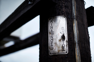 Rusted metal sign on telephone postの写真素材 [FYI02172895]