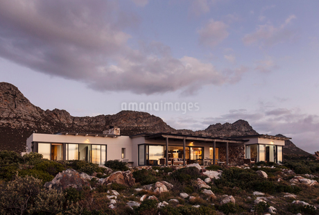 Home showcase exterior on craggy hillside under clouds at duskの写真素材 [FYI02172985]